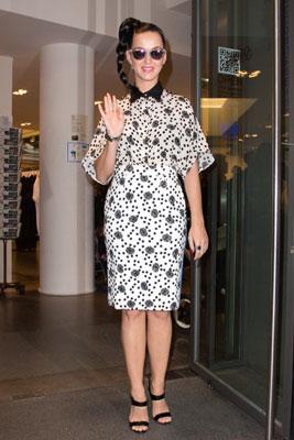 Ca sĩ Katy Perry tham gia nhiều show diễn trong Tuần Lễ Thời Trang Paris