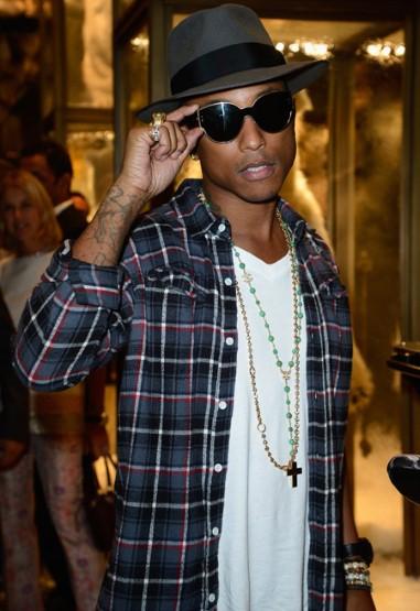 Rapper Pharrell Williams có mặt ở buổi giới thiệu BST mắt kính Moncler mới do anh thiết kế.