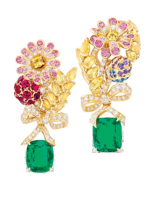 Hoa tai bằng vàng, kim cương, hồng ngọc, các loại ngọc bích màu và ngọc lục bảo DIOR