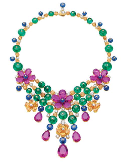 Vòng cổ sang trọng được làm bằng vàng 18k cùng ngọc lục bảo, thạch anh tím, hồng ngọc và kim cương BVLGARI
