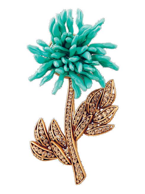 Cài áo được thiết kế từ vàng, pha lê, cánh hoa là những mảnh men sứ cao cấp OSCAR DE LA RENTA