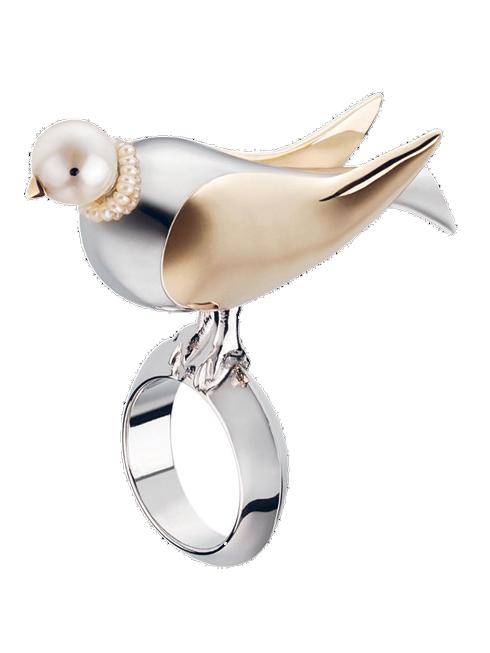"""Chiếc nhẫn nằm trong dòng """"Monsieur Dior"""" mới nhất năm nay chế tác từ vàng, palladium và ngọc trai DIOR"""