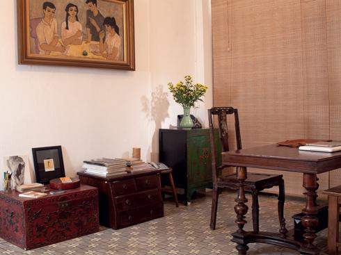 Hiền Minh thường thay đổi vị trí đồ đạc trong nhà với những đồ vật nhỏ được sắp đặt theo ý thích, cảm xúc. Đối với những đồ trang trí lớn hơn như giường tủ, bàn ghế, chị luôn có một kế hoạch sắp đặt cụ thể.
