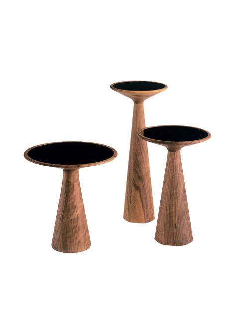 Bàn Figura<br/>Với chiếc bàn Figura, NTK Stephan Veit đã định nghĩa cái Đẹp theo cách của riêng mình: đơn giản và hài hòa tuyệt đối trong tỉ lệ, vật liệu. Chiếc bàn được làm từ gỗ thịt kết hợp với mặt kính và được sản xuất với 3 kích cỡ khác nhau.