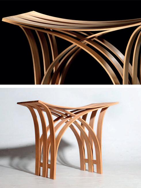 Ghế đẩu bằng tre của Grass Studio<br/>Chiếc ghế này do văn phòng Grass Studio của Đài Loan thiết kế. Đây là nơi chuyên về các sản phẩm thân thiện với môi trường. Chất liệu được lựa chọn là tre, phù hợp cho sự linh hoạt và mặt phẳng của ghế. Mặc dù ghế trông giống như được làm bằng tay, nhưng trên thực tế, thiết kế này thích hợp cho việc sản xuất bằng máy mà không hề loại bỏ tinh thần thủ công của sản phẩm.