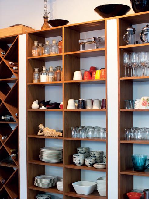 """Có lẽ hơi trái ngược với nhiều phụ nữ khác thường chú trọng vào phòng riêng, vào những sản phẩm nội thất mang tính cá nhân, chẳng hạn tủ quần áo, nhưng Fong Chan thì ngược lại: """"Với không gian riêng trong nhà như phòng ngủ, tôi sắp đặt cực kỳ đơn giản. Những không gian chung như phòng khách, nhà bếp lại luôn được tôi chăm chút kỹ lưỡng""""."""