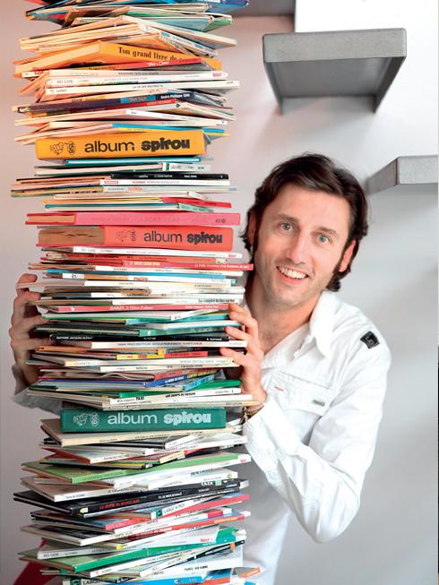 Nhà thiết kế, Kiến trúc sư Carlos Pujol, người thiết kế nội thất cho căn hộ 41 tuổi, sinh ra ở Barcelona (Tây Ban Nha), nhập cư vào vùng Ardennes của Pháp năm 16 tuổi.