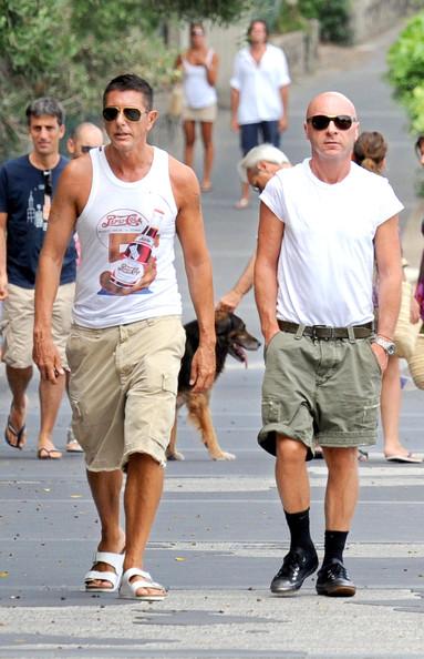 Stefano Gabbana và Domenico Dolce trên đường phố Milan trong trang phục thoải mái thường ngày (2009)