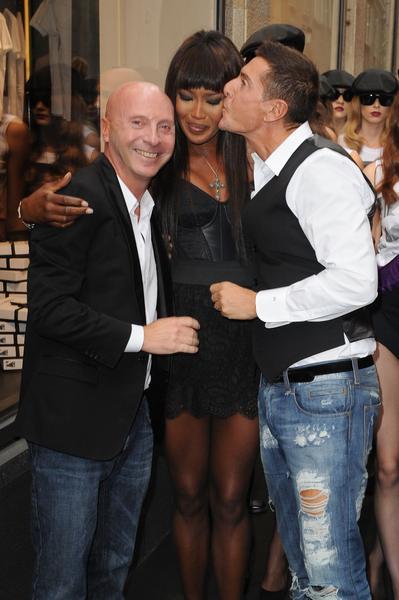 Hình ảnh chụp cùng Naomi Campbell trong bữa tiệc kỉ niệm 25 năm sự nghiệp của siêu mẫu cùng cặp đôi Dolce & Gabbana (Tuần lễ Thời trang Milan Xuân Hè 2011)