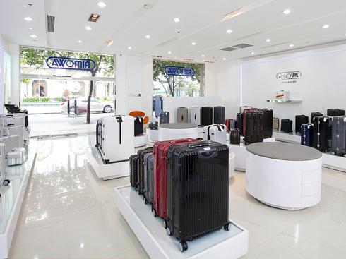 Không gian cửa hàng của Rimowa tại 102 Nguyễn Huệ, Q.1