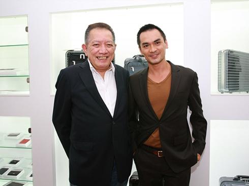 Ông Chang chụp cùng siêu mẫu Đức Hải