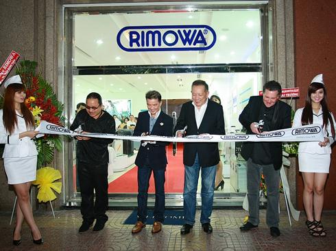 Cắt băng khách thành chi nhánh Rimowa Việt Nam