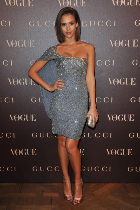 Tháng 1/2011 - Jessica trong một bửa tiệc tối được Vogue tổ chức tại Pháp với mẫu đầm lấp lánh sang trọng của Gucci.