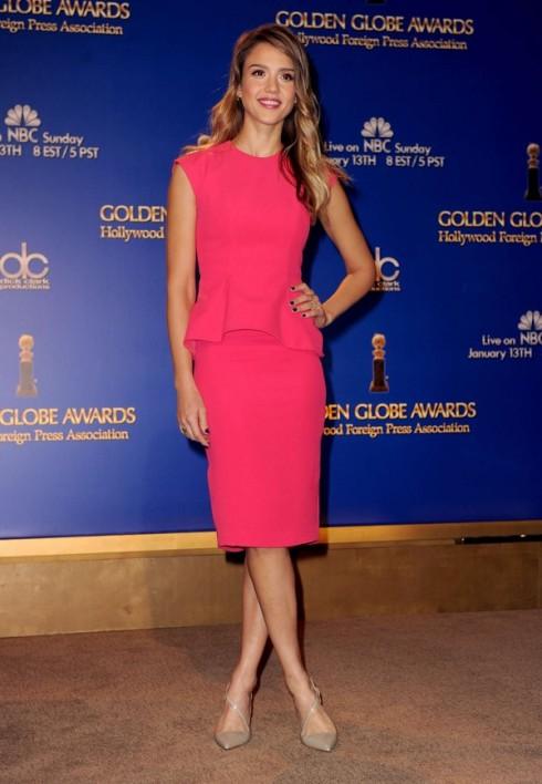 Tháng 12/2012 - Jessica Alba chọn nét nữ tính và trang nhã với chiếc váy peplum hồng, tham dự Lễ trao giải Annual Golden Globes lần thứ 70.