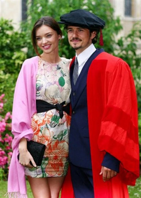 <br/>Actor Orlando Bloom, with his companion  Miranda Kerr , pose for the cameras before he received an honorary degree from the University of Kent during a ceremony at Canterbury Cathedral in Canterbury England, Tuesday July 13, 2010. The Pirates Of The Caribbean star donned a red gown and mortarboard as he took his place alongside more than 340 graduates for the ceremony in his home city. (AP Photo/Gareth Fuller/PA)  **  UNITED KINGDOM OUT NO SALES NO ARCHIVE  **