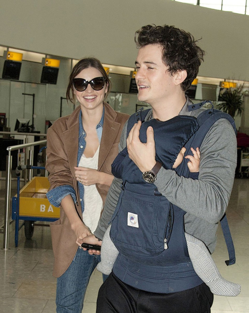 <br/>10-12-11 London, UK  Miranda Kerr and Orlando Bloom fly out of Heathrow Airport to Switzerland.  Non Exclusive Pictures by Flynet ©2011 1-818-307-4813 Nicolas 1-310-869-0177 Scott
