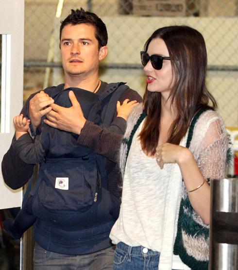 <br/>12-21-11 Sydney, Australia  Miranda Kerr, Flynn and Orlando Bloom arrive in Sydney Airport in Sydney, Australia...  Non-Exclusive Pix by Flynet ©2011 818-307-4813  Nicolas