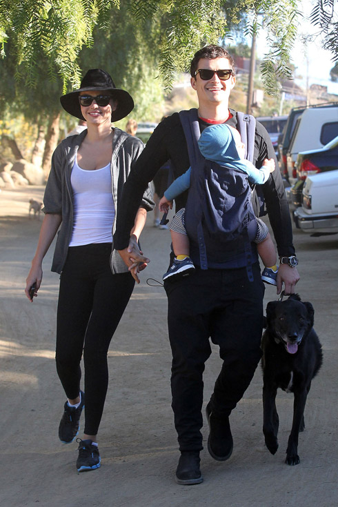 <br/>Los Angeles, CA - Orlando Bloom carries his baby boy Flynn in his arms while out going for a morning hike in Runyon Canyon with wife Miranda Kerr and their dog.  The happy family looked to get a fresh air workout to start Orlando's birthday in good spirits.  Orland turns 35 years old today.  GSI Media      January 13, 2012   To License These Photos, Please Contact :    Steve Ginsburg  (310) 505-8447  (323) 4239397  steve@ginsburgspalyinc.com  sales@ginsburgspalyinc.com    or    Keith Stockwell  (310) 261-8649  (323) 325-8055   keith@ginsburgspalyinc.com  ginsburgspalyinc@gmail.com