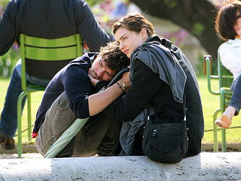 <br/>©2010 RAMEY PHOTO 310-828-3445ExclusiveOrlando Bloom and girlfriend Miranda Kerr in love in Paris. Walking on