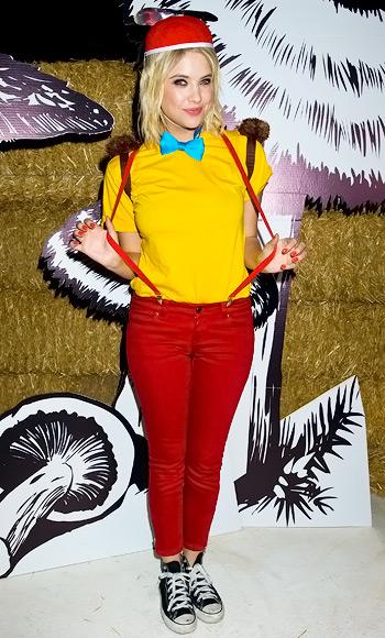 Ashley Benson trong tạo hình đáng yêu của Tweedle Dee.