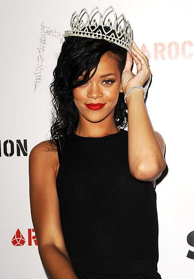 Ngôi sao nhạc pop Rihanna đã đăng quang Nữ hoàng của đên trong buổi West Hollywood Halloween Carnival trong một buổi lễ đặc biệt được tổ chức tại Greystone Manor Supper Club.