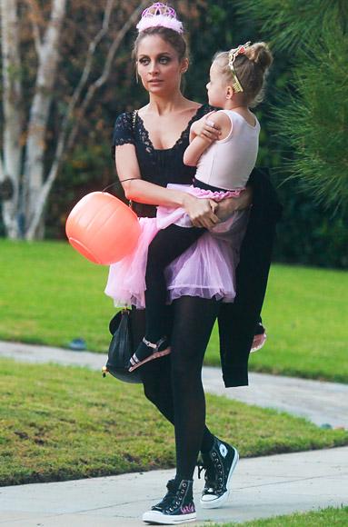 Nicole Richie và con gái cực kỳ đáng yêu trong trang phục của diễn viên múa ballet
