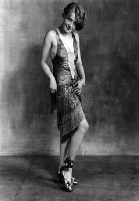 Đầm flapper là kiểu đầm với phần eo được hạ thấp tới ngang hông giống với váy