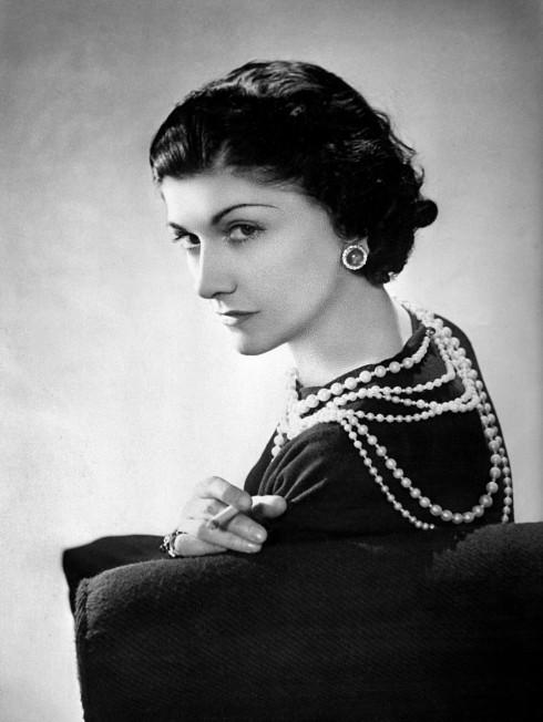 Huyền thoại thời trang Coco  Chanel cũng là một tín đồ của xu hướng flapper