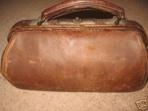 Một trong những chiếc túi bác sĩ đầu tiên của công nghệ túi xách.