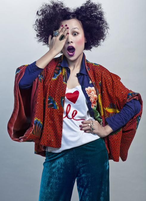 ELLE luôn nhớ về stylist Kim Tuyến như một cô gái với nụ cười như ánh mặt trời. Hiếm khi nào thấy cô buồn, hiếm khi nào thấy cô luống cuống, dù công việc của một stylist tại Việt Nam chẳng hề thảnh thơi,