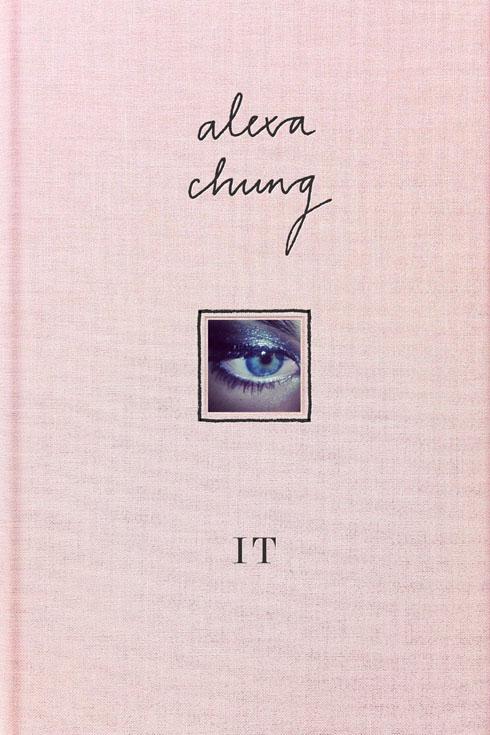 It - Cuốn sách ảnh mới được phát hành, ghi lại những nguồn cảm hứng phong cách của Alexa Chung do chính cô biên tập. Giá khoảng 500.000 VNĐ.