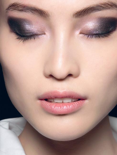 Trang điểm mắt khói trong show Michael Kors