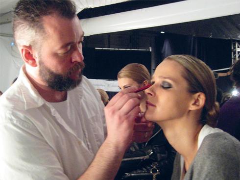 Chuyên gia trang điểm Dick Page, hiện là Makeup Artistry Director của Shiseido, được mệnh danh là nghệ sĩ của các sắc màu. Anh là người phụ trách phần trang điểm cho các show diễn đỉnh cao của mùa Thu Đông 2013 như Celine, Michael Kors và Marc by Marc Jacobs.