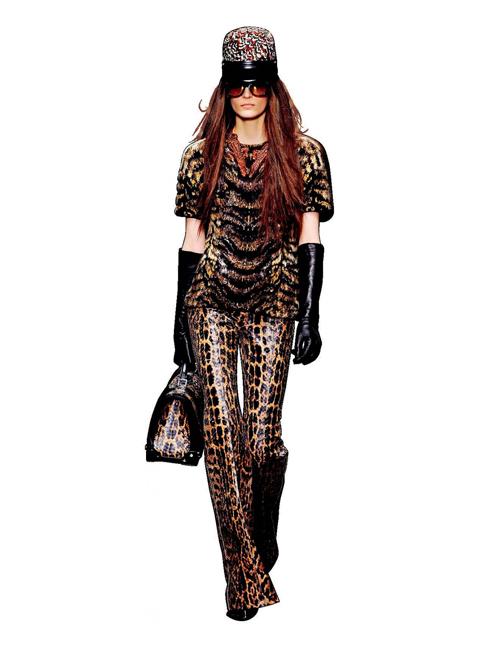 G. Grrrrrrrr… - Họa tiết in<br/>Họa tiết in da hổ báo mùa nào cũng có nhưng hàm chán thì không! Các mẫu thiết kế này tương đối tiện dụng phù hợp với nhiều dịp: để làm trang phục hàng ngày lẫn dự tiệc.