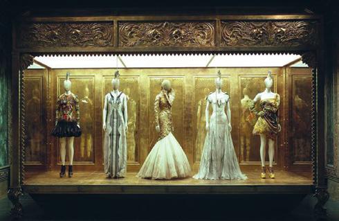 Triển lãm The Savage Beauty của Alexander McQueen