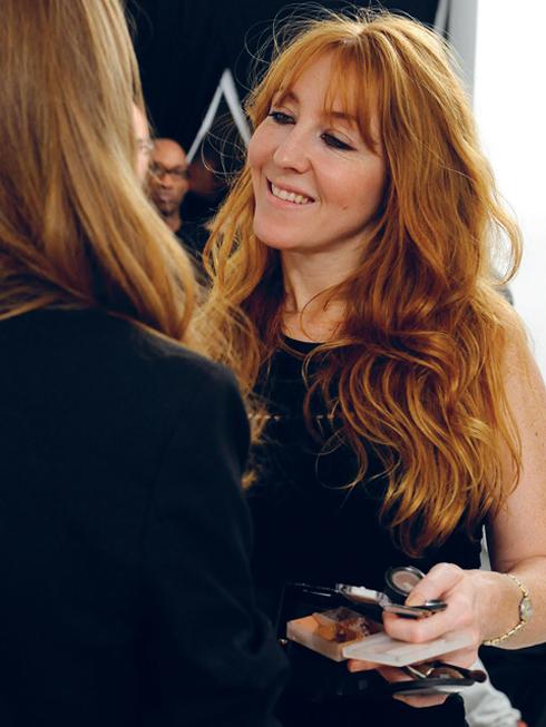 Charlotte Tilbury tại hậu trường của Fashion Week
