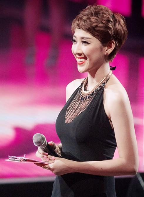 Diễm My (Yumi) là chủ đề nóng hổi nhất hiện nay khi người ta nói về The Voice