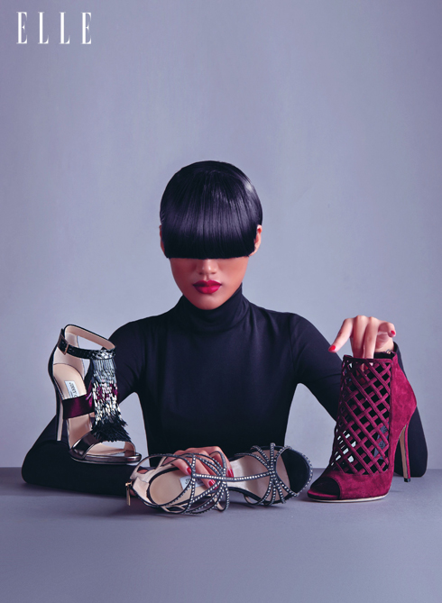 GỢI CẢM - Những đôi giày của Jimmy Choo với đường nét thiết kế mảnh dẻ và mềm mại từ lâu đã là niềm đam mê bất tận của phụ nữ trên khắp thế giới.<br/>Giày đính kim sa Fedora - Giày sandals cao gót đính pha lê Vendetta  - Bốt ngắn cổ da lộn Dane