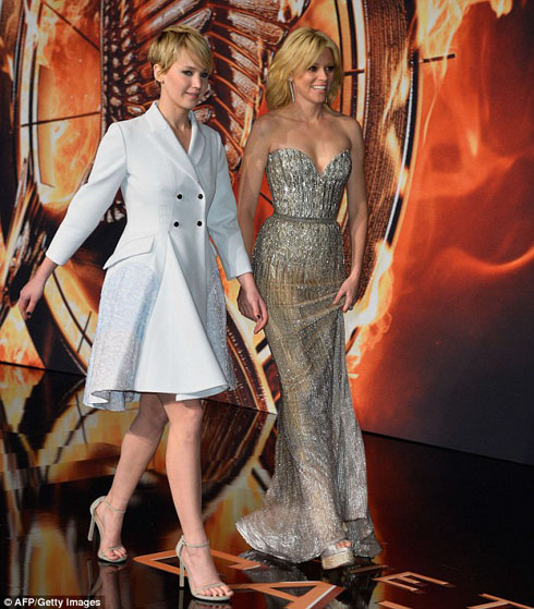 Jennifer Lawrence và Elizabeth Banks