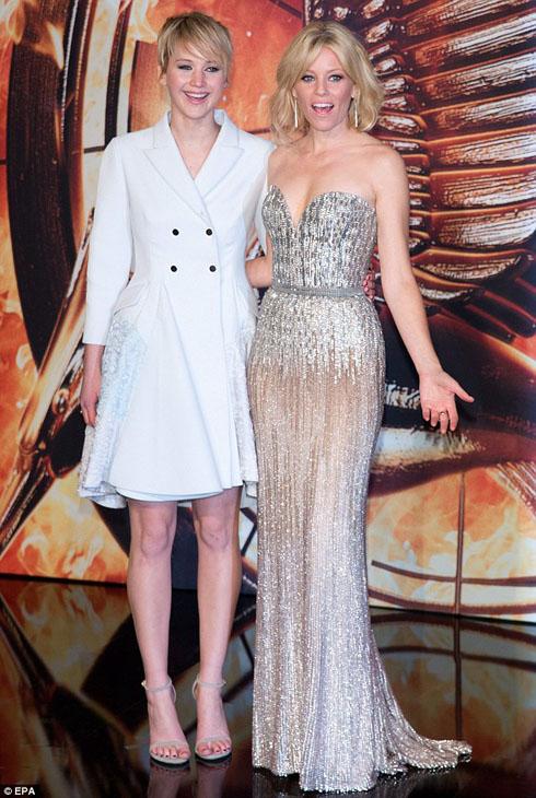 Jennifer Lawrence và Elizabeth Banks