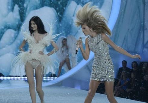 Hình ảnh ấn tượng của Taylor Swift trên sân khấu