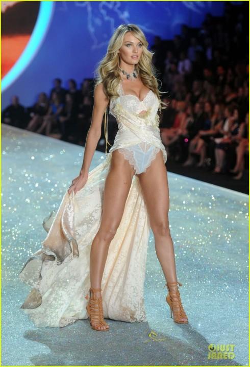 Candice Swanepoel trong một trang phục khác