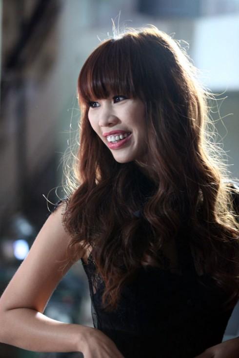 Hà Anh đảm nhận vai trò MC cho lễ trao giải tại Anh