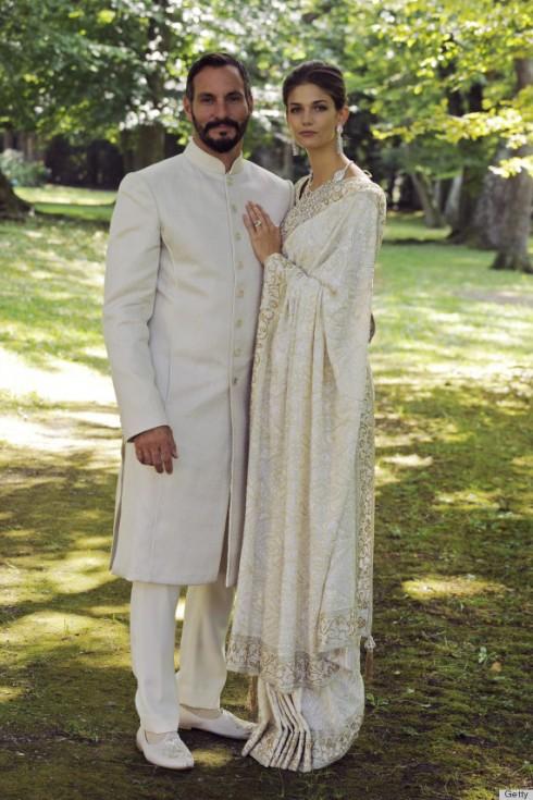Sau một đám cưới hoàng gia, người mẫu Kendra Spears đã trở thành công nương Salwa Aga Khan. Bộ đầm cưới truyền thống của cô đã trở thành ý tưởng cho rất nhiều cô dâu chuẩn bị bước lên xe hoa.