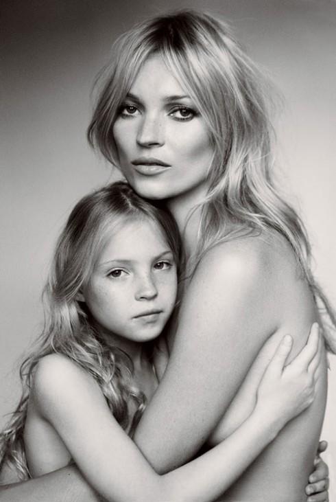 Moss cùng con gái Lila Grace chụp cho tạp chí Vogue số tháng 9/2011.