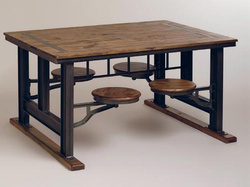 Bạn cũng có thể tham khảo một số thiết kế khác đơn giản hơn, phù hợp với những người có không gian đủ rộng để bày biện nhưng vẫn thích sự gọn gàng cho ngôi nhà. Chẳng hạn như bàn ăn dành cho bốn người của Galvin. Bốn chiếc ghế gắn liền được thiết kế để có thể quay vào bên trong gầm bàn, dành không gian cho căn bếp.