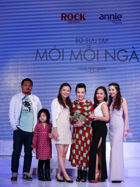 NS Ngọc Đại, Nhà thơ Vi Thuỳ Linh, NSND Lan Hương, Ca sĩ Mai Trang tham dự chương trình