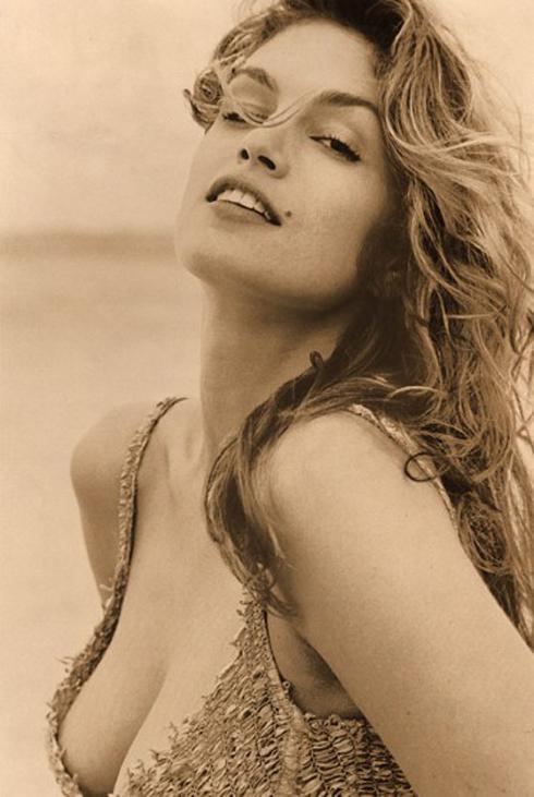 Siêu mẫu Cindy Crawford xuất hiện trong lịch Pirelli năm 1994