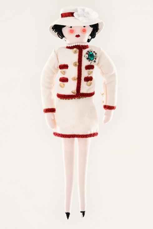Búp bê Chanel trong bộ suit kinh điển