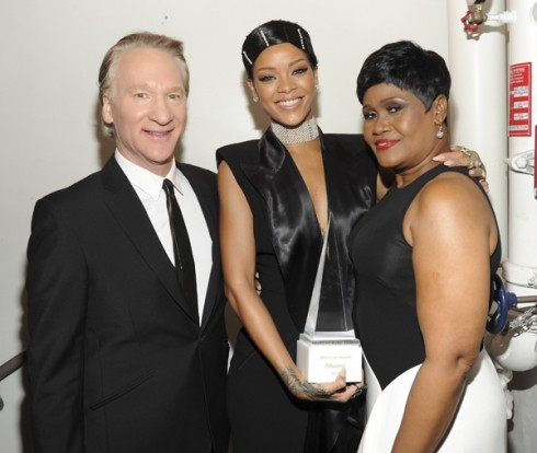 Rihanna cùng mẹ và Bill Maher